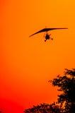 Aviones de Microlite en la puesta del sol Imágenes de archivo libres de regalías