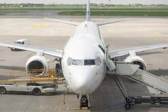 Aviones de pasajero apenas aterrizados Foto de archivo libre de regalías