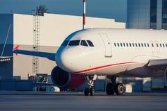 Aviones de pasajero de carreteo Imágenes de archivo libres de regalías