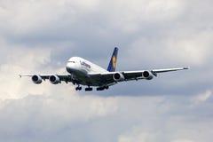 Aviones de pasajero de Lufthansa Airbus A380 Fotos de archivo