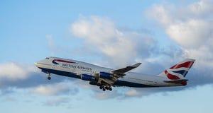 Aviones de pasajero en la librea de British Airways Jumbo J de Boeing 747 imágenes de archivo libres de regalías