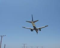 Aviones de pasajero en vuelo Imagen de archivo libre de regalías