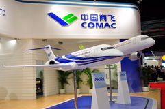 Aviones de pasajeros ARJ21 y C919 de COMAC en Airshow imagenes de archivo