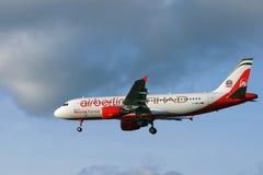 Aviones de pasajeros de Air Berlin y de Etihad Fotografía de archivo