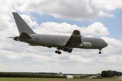 Aviones de petrolero aéreo italianos de Aeronautica Militare Italiana Boeing KC-767A de la fuerza aérea MM62228 en acercamiento a fotos de archivo