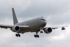 Aviones de petrolero aéreo italianos de Aeronautica Militare Italiana Boeing KC-767A de la fuerza aérea MM62228 en acercamiento a foto de archivo libre de regalías