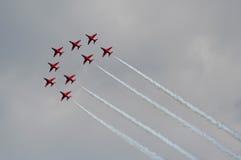 Aviones de reacción rojos de la flecha imagenes de archivo