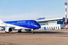 Aviones del aeropuerto internacional y de Airmoldova de Chisinau Fotos de archivo