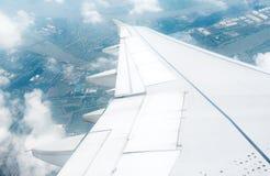 Aviones del ala en altitud Fotos de archivo libres de regalías