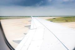 Aviones del ala en altitud Imagen de archivo
