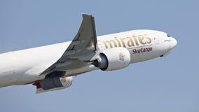 Aviones del cargo de los emiratos fotos de archivo