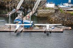 Aviones del flotador en la costa de Alaska Fotografía de archivo