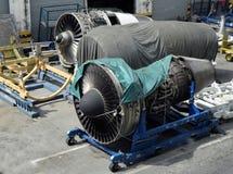 Aviones del motor que aguardan la reparación Imagenes de archivo