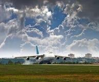 Aviones del transporte para el despegue Imágenes de archivo libres de regalías