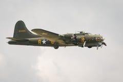 Aviones del vintage de la fortaleza del vuelo B17 Imagen de archivo libre de regalías