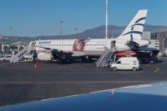 Aviones egeos de las líneas aéreas en el aeropuerto Foto de archivo