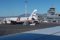 Aviones egeos de las líneas aéreas en el aeropuerto Imagenes de archivo