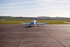 Aviones en campo del aire Fotografía de archivo libre de regalías