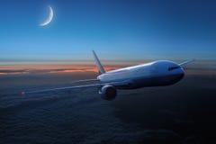 Aviones en el cielo en la noche Fotos de archivo libres de regalías