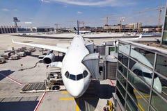 Aviones en el dedo Fotos de archivo libres de regalías