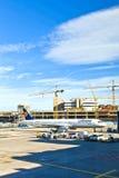 Aviones en el delantal en el aeropuerto internacional de Francfort Fotografía de archivo libre de regalías