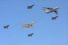Aviones en el reaprovisionamiento de combustible del desfile Imagen de archivo libre de regalías