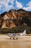 Aviones en la playa de la isla de Fraser fotografía de archivo