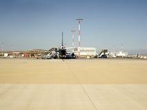 Aviones estacionados en el aeropuerto Fotos de archivo libres de regalías