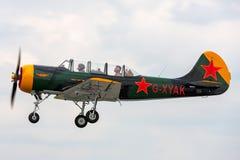 Aviones G-XYAK de Yakovlev Yak-52 imagen de archivo libre de regalías