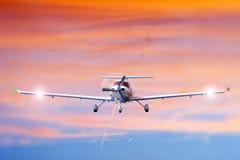 Aviones inminentes Fotos de archivo libres de regalías