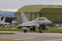 Aviones militares, eurofighter, tifón en la pista imagen de archivo libre de regalías