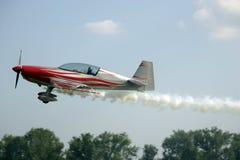 Aviones que fuman imágenes de archivo libres de regalías