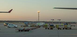 Aviones que se colocan en el terminal 2 Imagen de archivo
