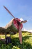 Aviones rusos viejos del turbopropulsor en el aeródromo abandonado Imagen de archivo