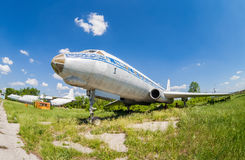 Aviones rusos viejos Tu-104 en un aeródromo abandonado Fotografía de archivo