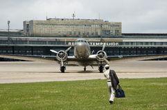 Aviones viejos en Berlín Tempelhof Fotos de archivo