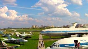 Aviones viejos en el museo de la aviación en Kiev almacen de metraje de vídeo