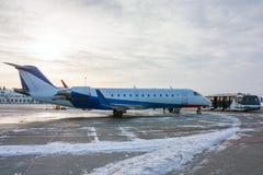 Aviones y autobús privados del delantal Foto de archivo libre de regalías