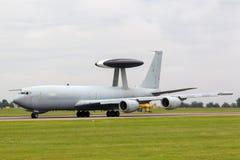 Aviones ZH101 del AWACS de la detección temprana aerotransportada del centinela de Royal Air Force RAF Boeing E-3D en la estación Imagen de archivo libre de regalías