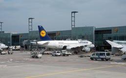 Avions à l'aéroport de Francfort Photo stock
