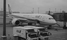 Avions à l'aéroport de Haneda à Tokyo, Japon Photo stock