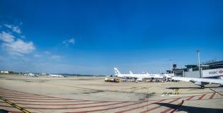 Avions à l'aéroport de Marseille Photo libre de droits