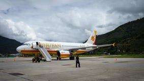 Avions à l'aéroport de Paro à Thimphou, Bhutan Photo libre de droits