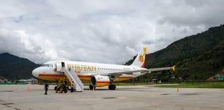 Avions à l'aéroport de Paro à Thimphou, Bhutan Photos libres de droits