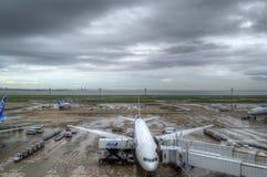 Avions à l'aéroport #2 de Tokyo Haneda Images libres de droits