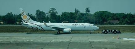 Avions à l'aéroport de Yangon dans Myanmar Photos libres de droits