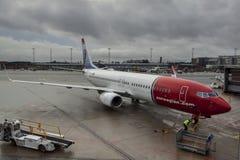 Avions à l'aéroport international d'Oslo Gardermoen Photos libres de droits