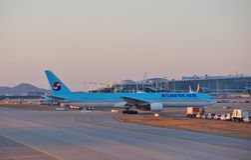 Avions à la CIN d'aéroport international d'Incheon à Séoul, Corée du Sud Photos libres de droits