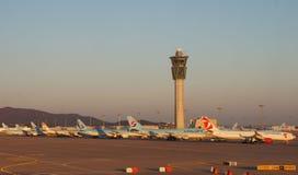 Avions à la CIN d'aéroport international d'Incheon à Séoul, Corée du Sud Photo libre de droits