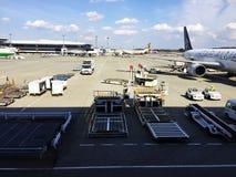 Avions à réaction à l'aéroport de Narita Photos libres de droits